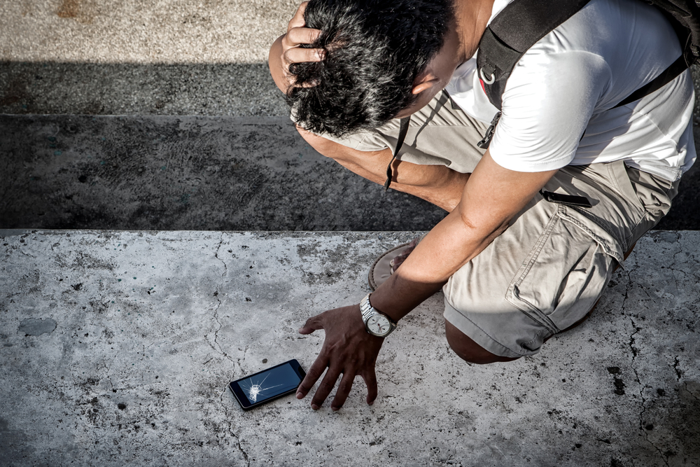 homme-smartphone-casse