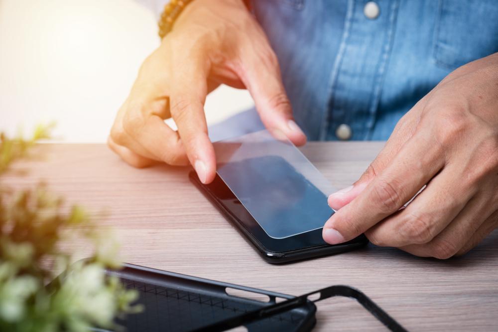 smartphone-pose-verre-trempe